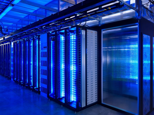 data_center_server_rooms_2560x1440_wallpaper_Wallpaper_640x480_www_wallpaperswa_com